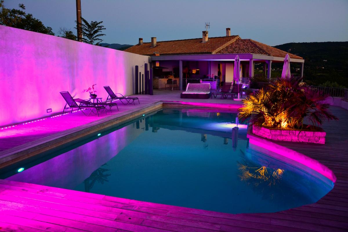 Mise en lumière piscine luberon DJ vaucluse paca Apt Avignon Nice Monaco St rémy de provence Galight